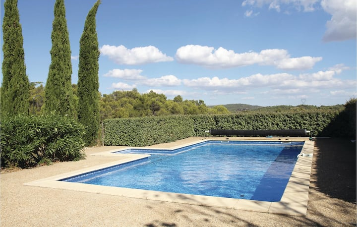 Beautiful home in La Prade with Outdoor swimming pool, Outdoor swimming pool and 3 Bedrooms
