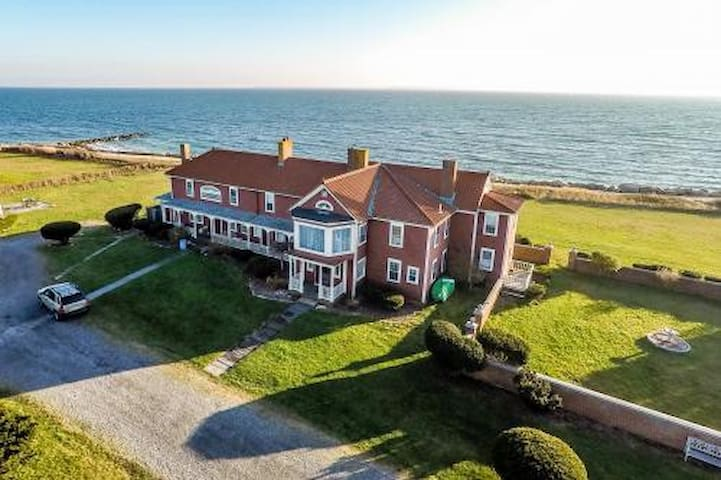 One or more (up to 6) Oceanfront Bedrooms - Falmouth - Hus