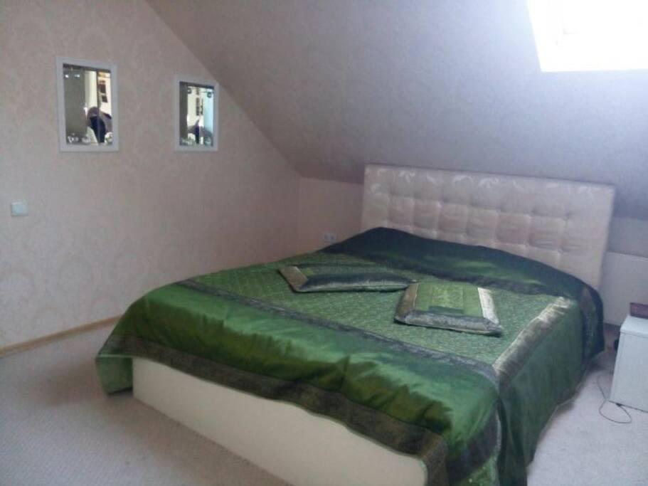 Спальня 1 с большой кроватью