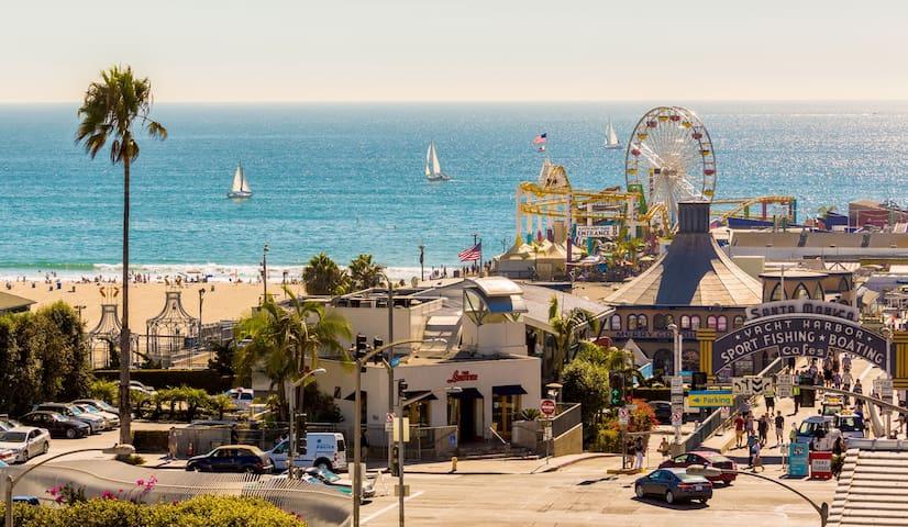 1 Block 2 Beach, 2 to Santa Monica & Abbot Kinney