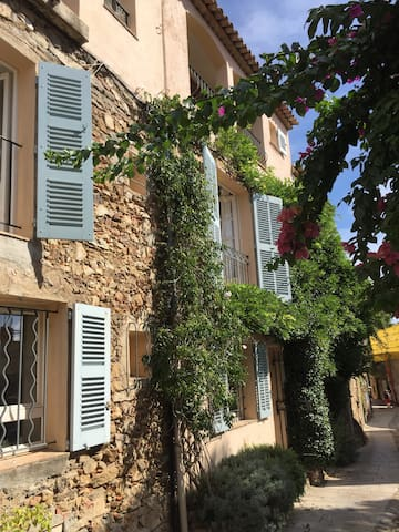Charming holiday home in Grimaud near St.Tropez.