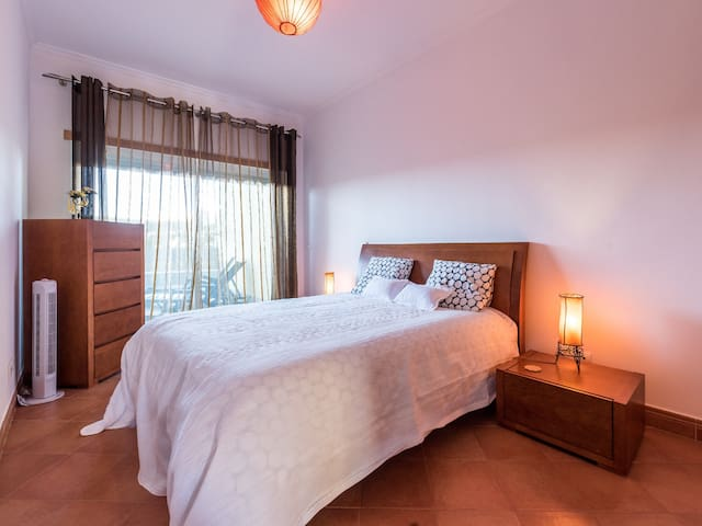 Lagos, Beautiful ground floor apartment sleeps 4.