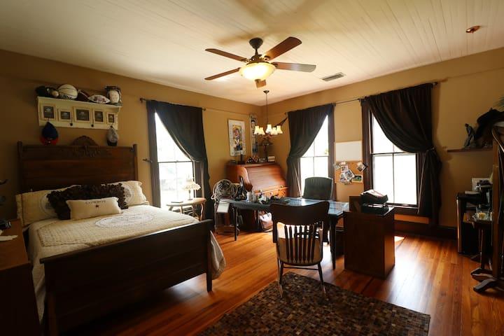 Office-Bedroom/Victorian Farmhouse