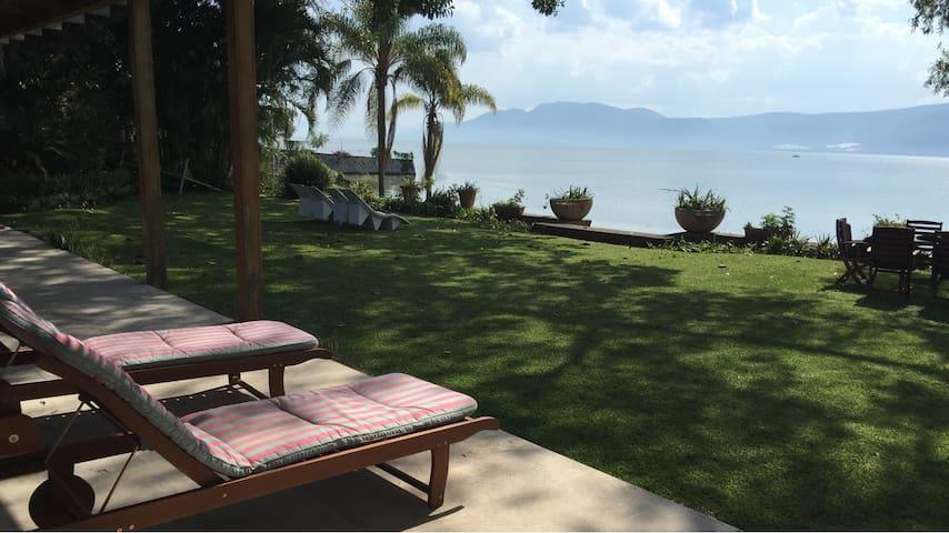 Casa en el lago de Chapala / ChapalaLakeside House - San Juan Cosalá