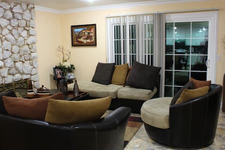 Private Room near Orange County Destinations/Biola - Whittier - House