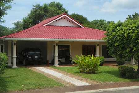 Luxury 3 bedroom golf course home - Tambor Beach - Dom