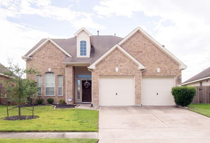 Houston Area- SPACIOUS Family Home Near IAH