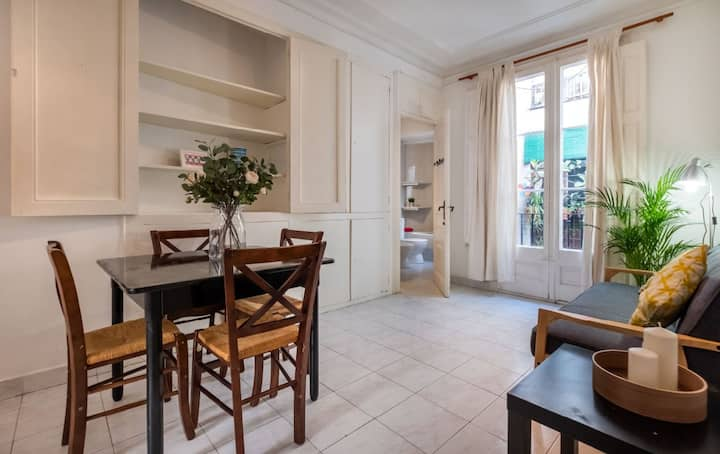 2 bedroom apartment in the gothic of BCN