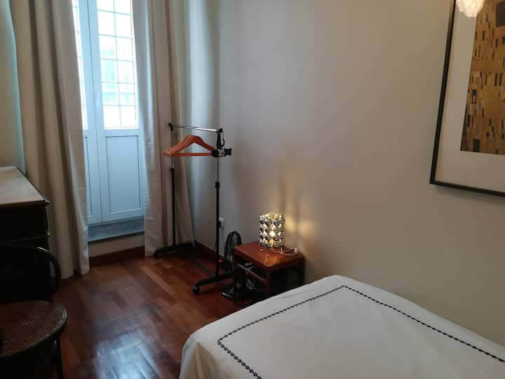 Single bedroom with varanda