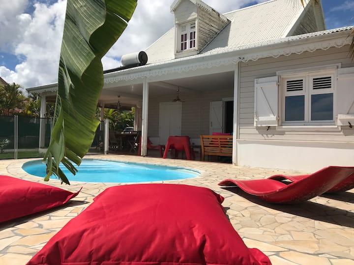 Grande Villa piscine accès plage
