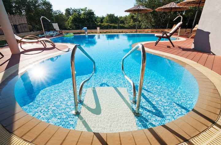 Seaside Villa Heated Pool Motorboat Daily Cleaning