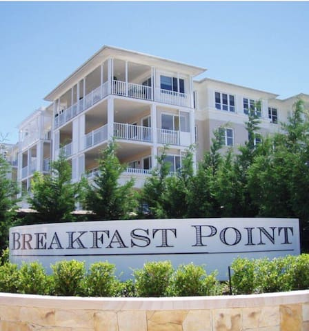 Breakfast point- Waterside, quiet 1bed to stay