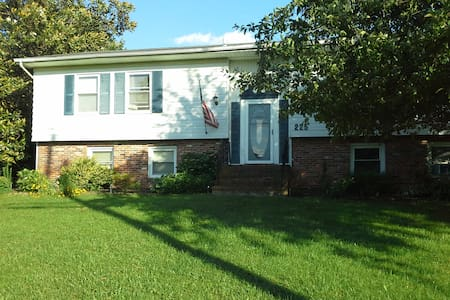Spacious, 2 story home in a friendly community. - Stevensville