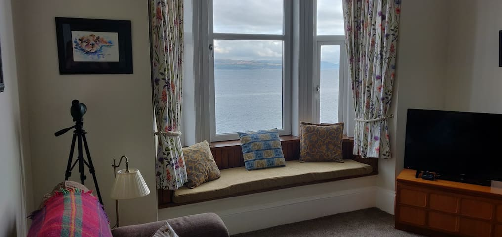 The Lookout, Beautiful Dunoon! - with Sea Views!