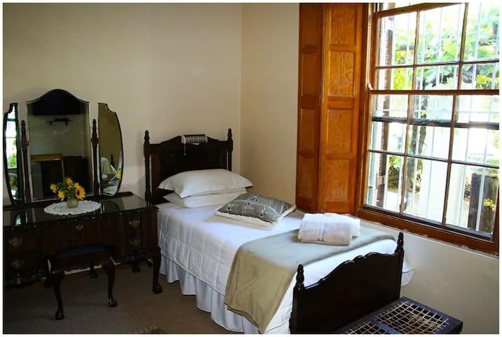 Dias Room