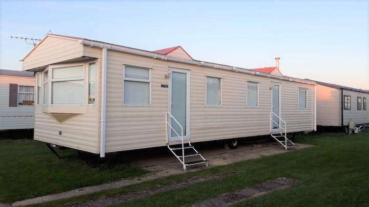 Clean, Cosy and Homely 3 Bedroom Caravan N.Wales