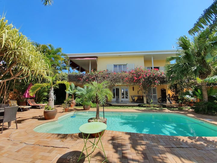 Charmant bas de villa avec jardin et piscine