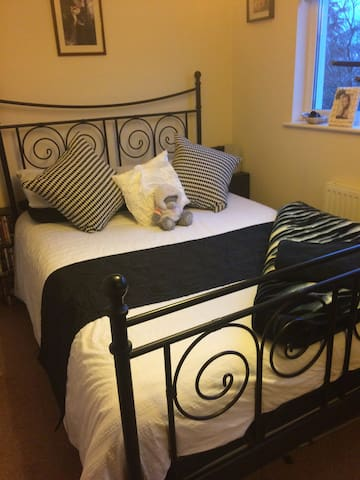 3 double rooms near Bristol ( price is per room ) - Frampton Cotterell - House