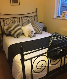 3 double rooms near Bristol ( price is per room ) - Frampton Cotterell