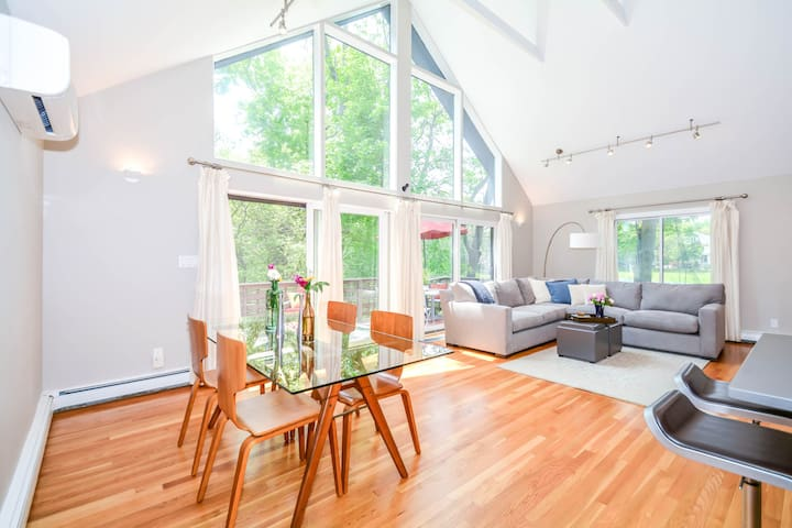 Stunning, Modern, and Open west Cambridge Home