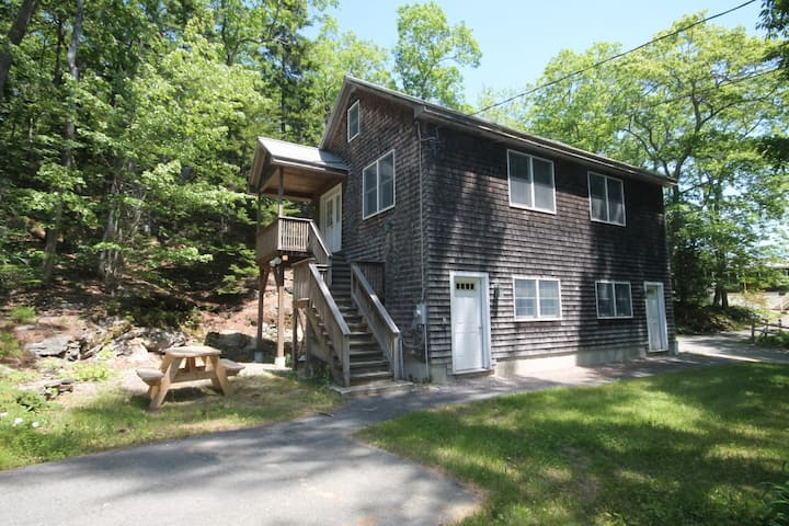 Boothbay Woods & Water Retreat: Close to Town
