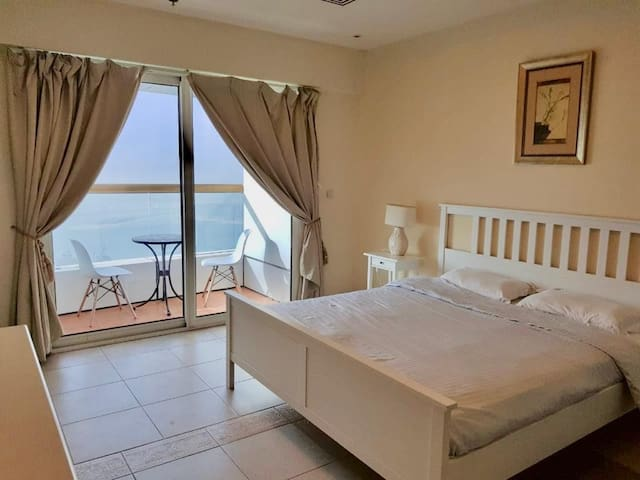 PVT room w/balcony with sea&Palm island view
