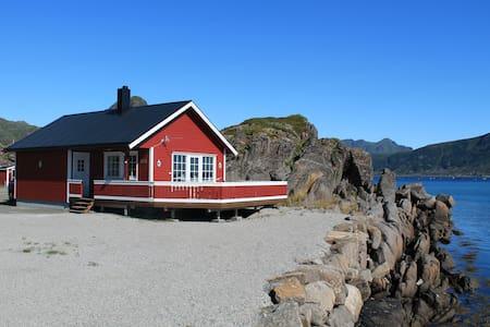 Flott rorbu i Lofoten med nydelig utsikt.