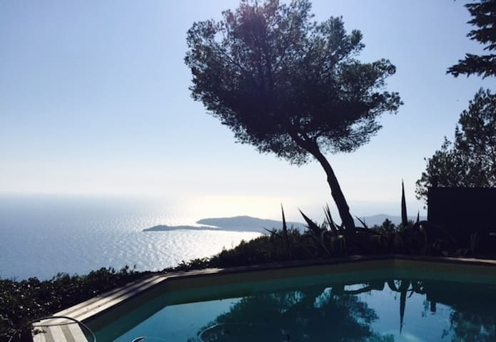 En-suite room in Villa hills above Eze - Fab views - Èze - Huis