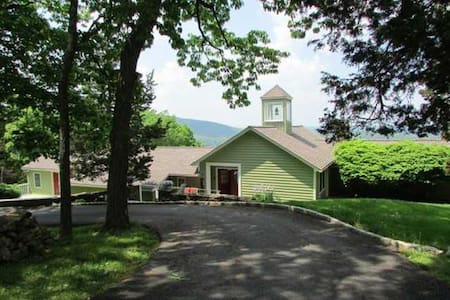 Celebrate West Point Graduation in Stunning Home! - Cornwall - Hus