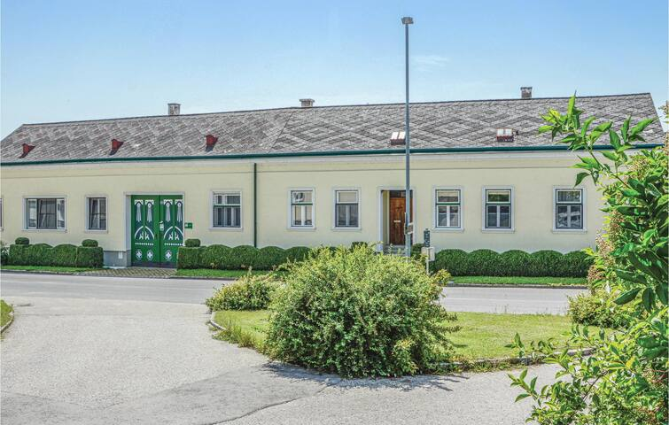 Holiday apartment with 3 bedrooms on 160m² in Sierndorf