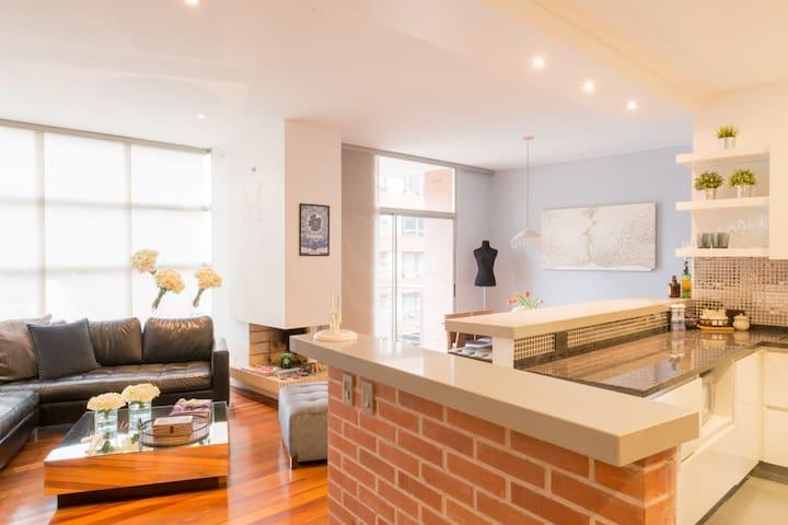 Modern 3BR apartment, prime location!