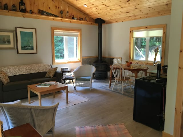 THE RASBERRY PATCH BUNKIE-CHANDOS LAKE-Apsley, Ont