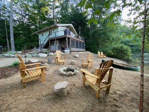White Mts Waterfront Chalet w/ Private Beach