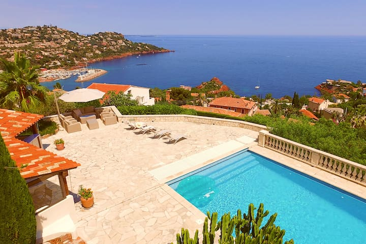 Villa with spectacular ocean view near Cannes