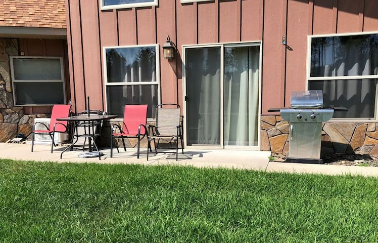 Outside patio & propane BBQ grill for guests use