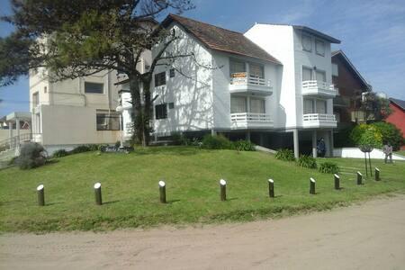 Departamento Villa Gesell 7 personas 3 dormitorios