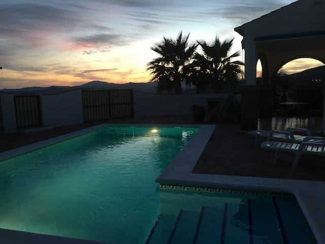 Stunning Villa Pool & Views sleep 6 - Alcaucin - Hus