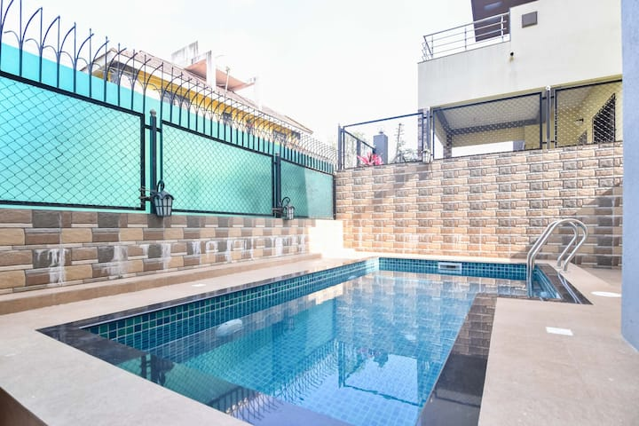 4 bhk pool villa
