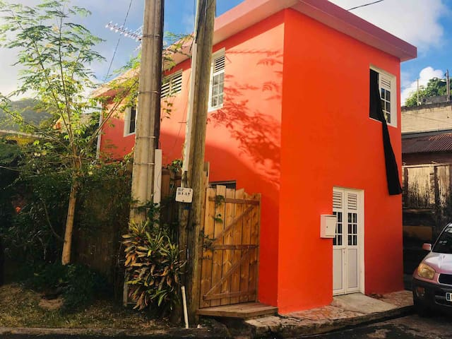 Petite maison de bourg à Rivière Pilote