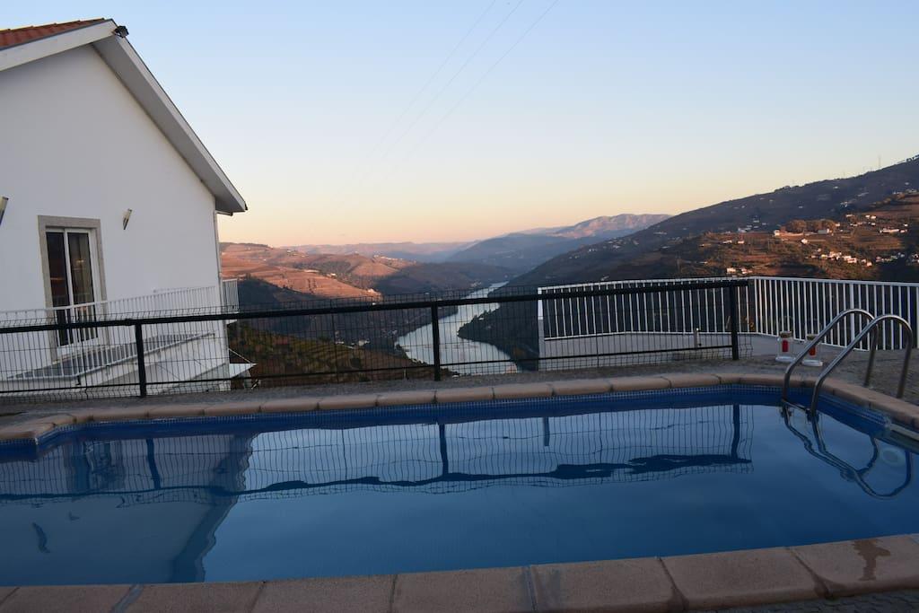 Piscina com vista para o Rio Douro