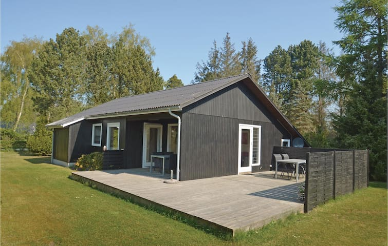 Holiday cottage with 2 bedrooms on 63 m² in Idestrup