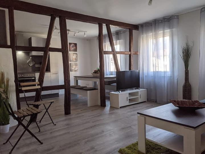 Helle, moderne & neu renovierte 77m² große Wohnung