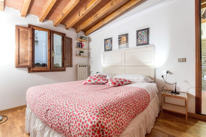 bedroom tv with netflix