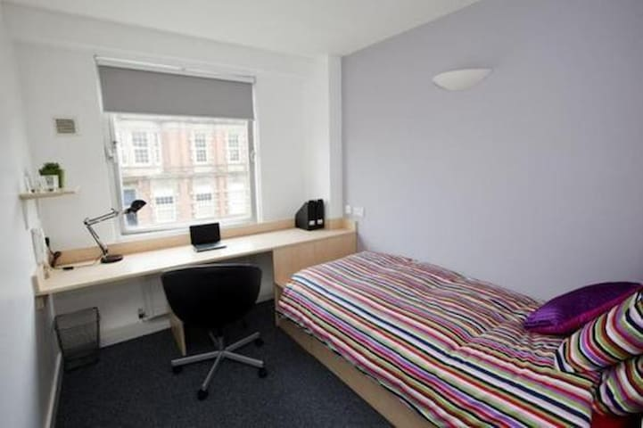 Self contained student flat with onsite facilities