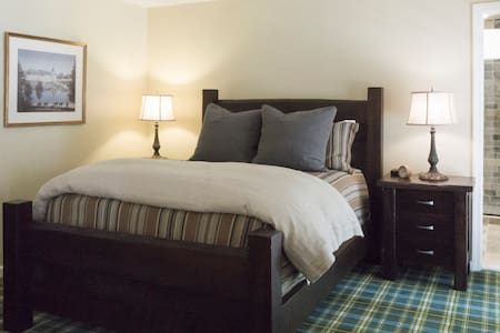Newly renovated private room on scenic route VT100 - Dover