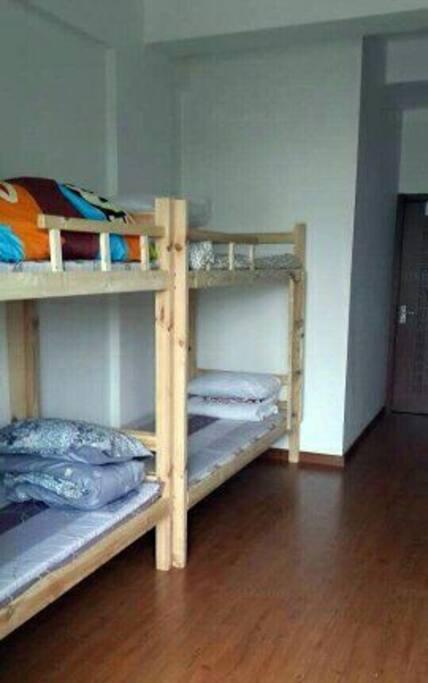 双层床bunk beds