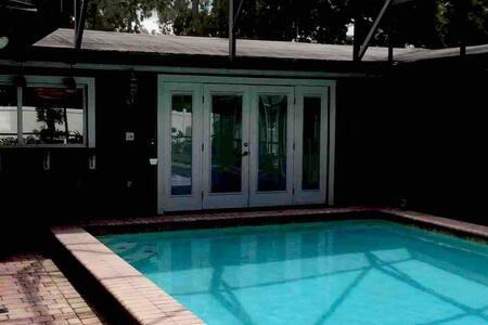 Beautiful Winter Park Pool home