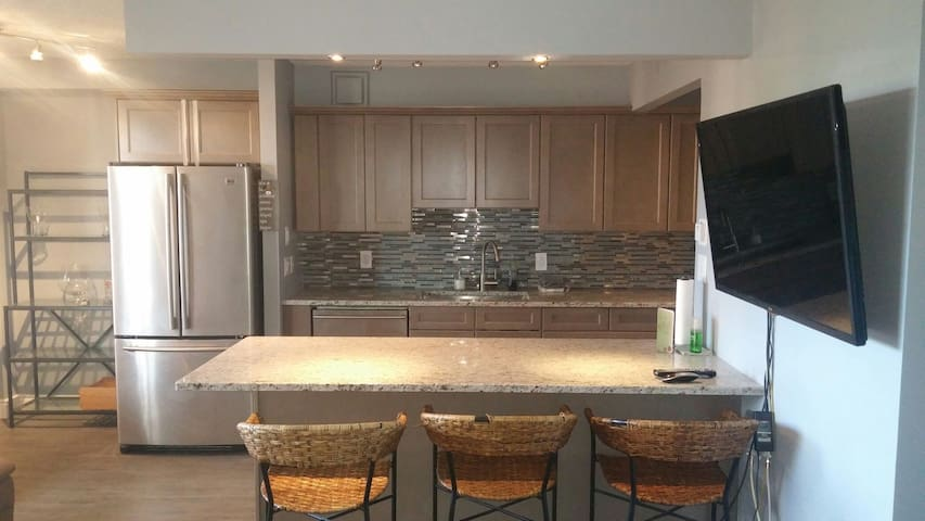 DT Location-Stampede 5 min walk - Calgary - Apartment