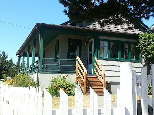 The Yett's Victorian Sea Cottage - Long Beach - Bangalô