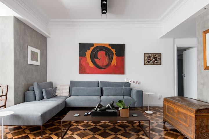 Colorful Art-Inspired Retro Chic Apartment